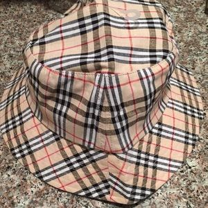 Accessories - NWOT Plaid Bucket hat S/M